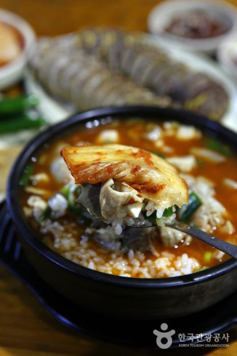 잘 익은 전라도 김치와 먹으면 더 맛있다.