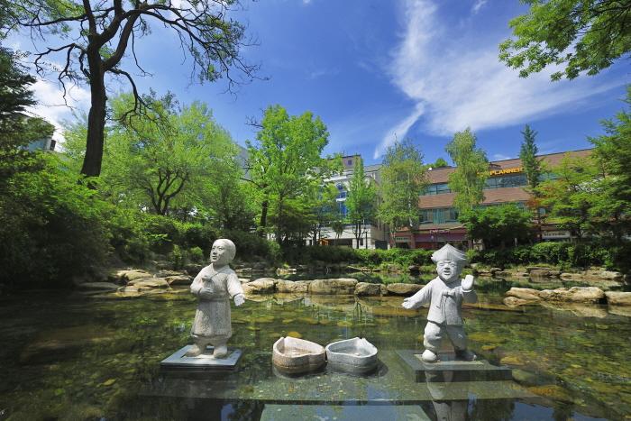 Estanque Hwangji (황지연못)