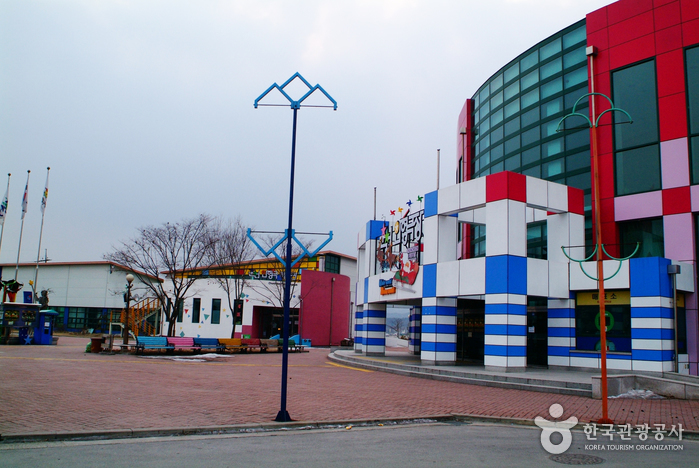 春川人形劇場(춘천인형극장)