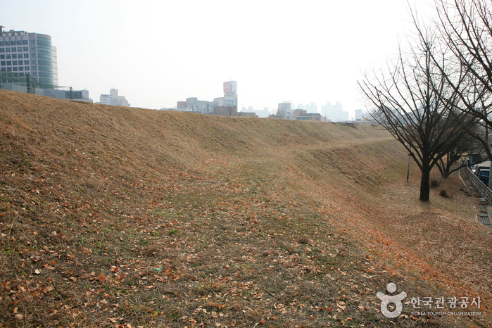 ソウル風納洞土城(서울 풍납동 토성)