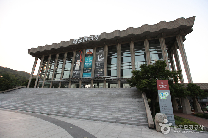 National Theater of Korea (국립극장)
