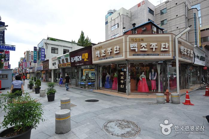 Chungjang-ro Street (충장로)