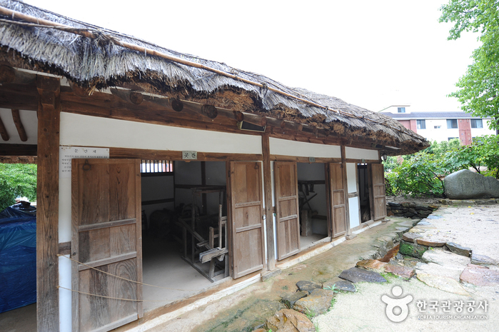 Birthplace of Yeongnang (강진영랑생가)