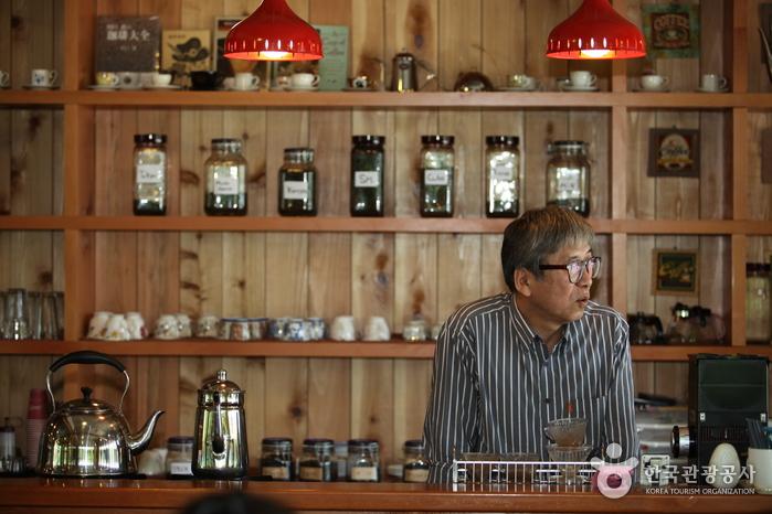 커피 명인으로 불리는 박이추 선생