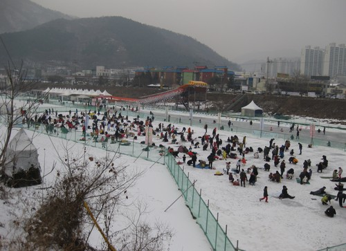Cheongpyeong Sledding & Icefish Festival (청평눈썰매빙어축제)