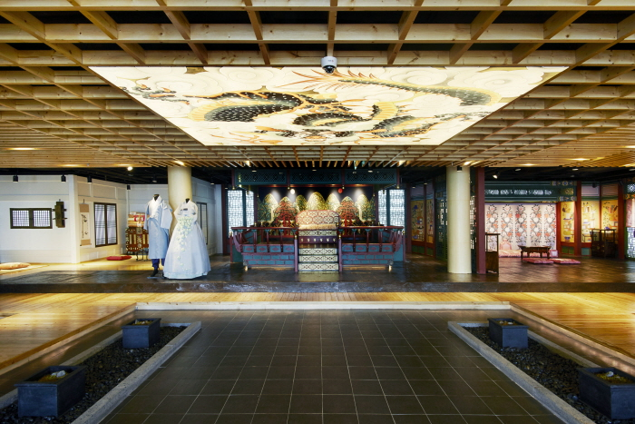 N Seoul Tower Hanbok Culture Experience Center (남산서울타워 한복문화체험관)