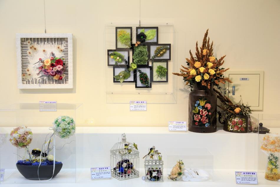 한국압화박물관에 전시된 이색적인 작품들