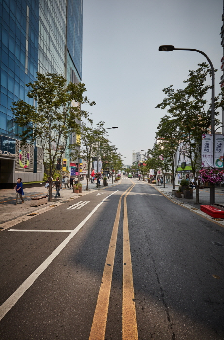Улица Ёнсе-ро в районе Синчхон (연세로)37