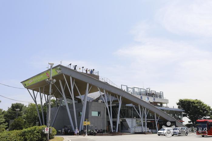 각종 편의시설이 있는 임진각 전망대 건물