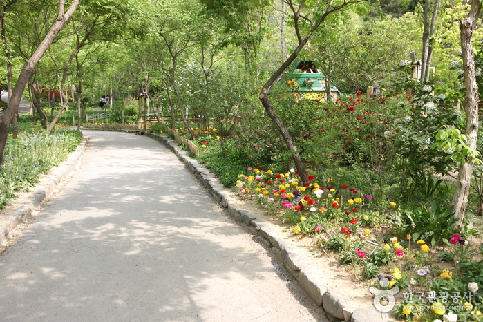 Hantaek Botanical Garden ()