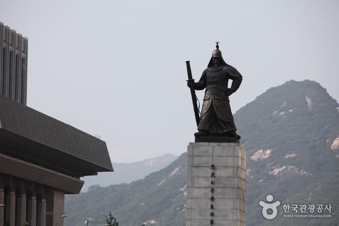 Estatua del Almirante Yi Sun-shin (충무공 이순신 동상)4