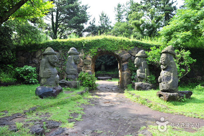 Bukchon Dol Hareubang Park (북촌 돌하르방공원)