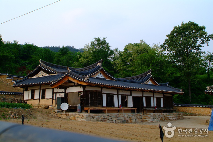 Head House of Pansagongpa Branch of Pyeongsan Shin Clan (평산신씨판사공파종택)
