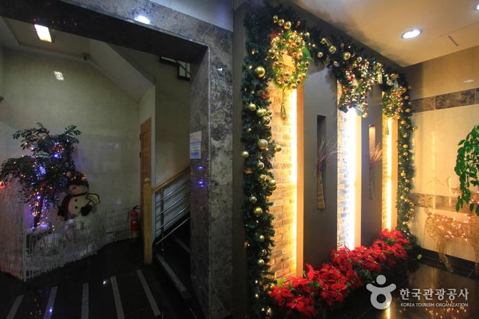 イェンナルオマクチプ(옛날오막집)
