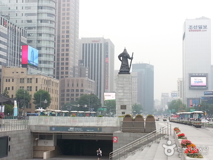 Plaza Gwanghwamun (광화문광장)11