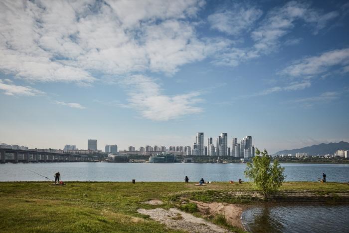 漢江市民公園二村地区(二村漢江公園)(한강시민공원 이촌지구(이촌한강공원))