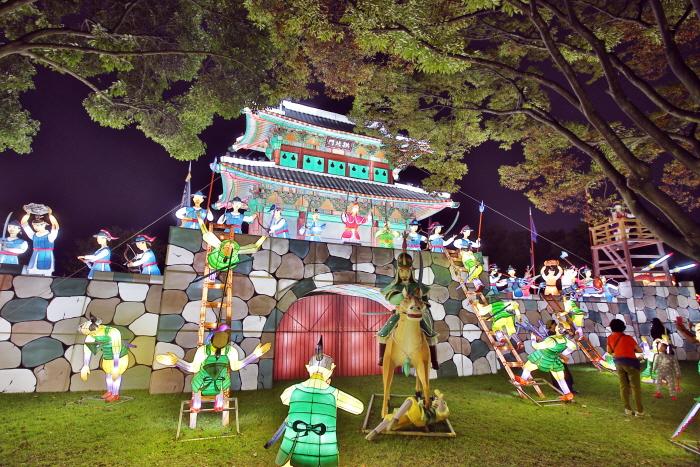 Фестиваль фонарей на реке Намган в Чинчжу (남강유등축제)10