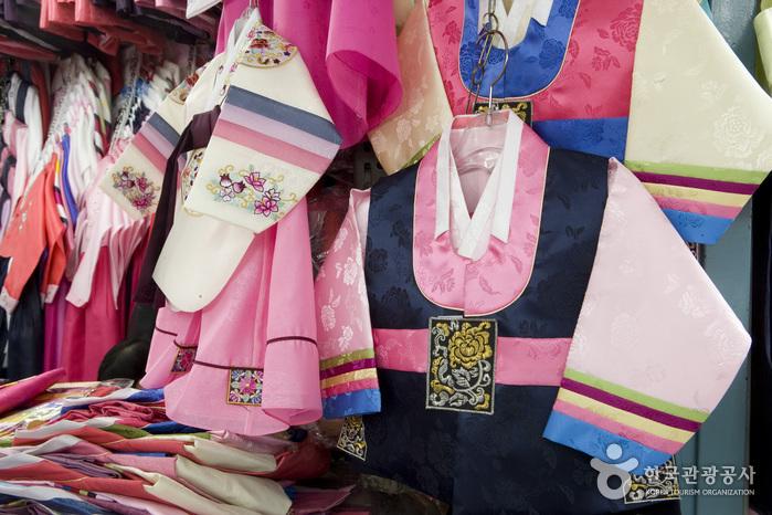 東大門総合市場韓服商店街(동대문종합시장 한복상가)