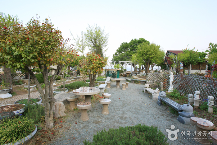 Haeoreum Art Village (해오름예술촌)