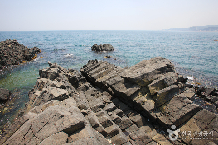 Jusangjeolli Cliff of Gangdong Hwaam Maeul Village (  )