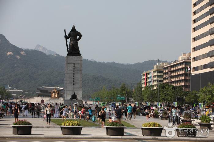 Estatua del Almirante Yi Sun-shin (충무공 이순신 동상)3