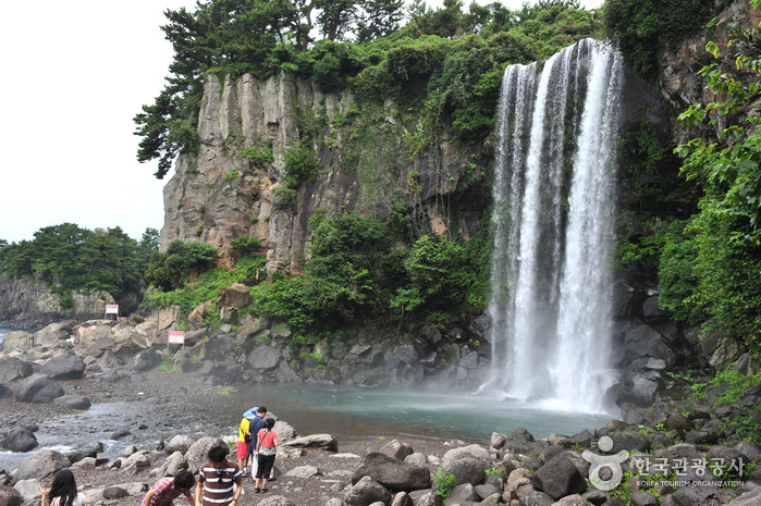 Jeongbang Falls ()