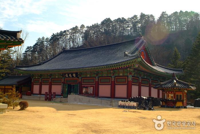 Woljeongsa Museum (월정사성보박물관)