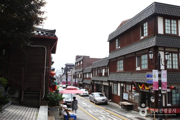 Straße Gaehangjang (개항장 거리)