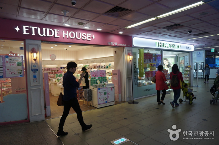 Seomyeon Underground Shopping Center (서면지하도상가)