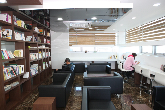 Bosu-dong Book Street (보수동 책방골목)