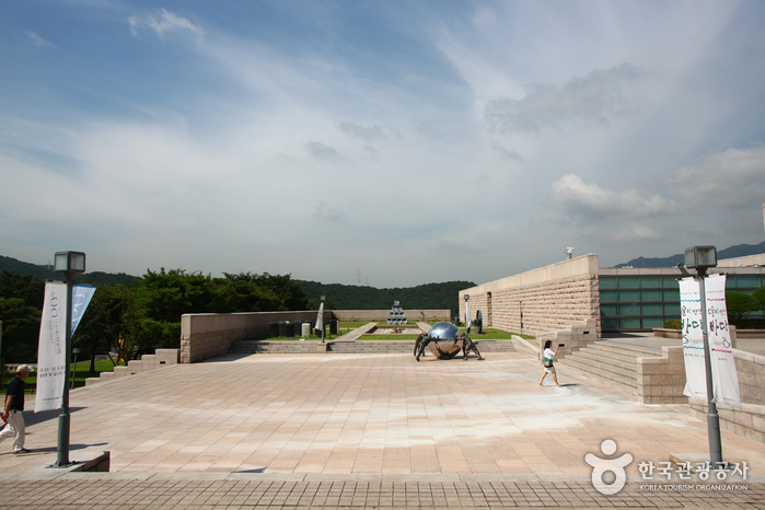 National Museum of Modern and Contemporary Art, Gwacheon [MMCA Gwacheon] (국립현대미술관 과천관)