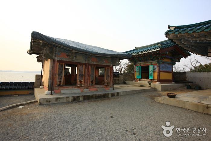 Ganworam Hermitage (간월암)