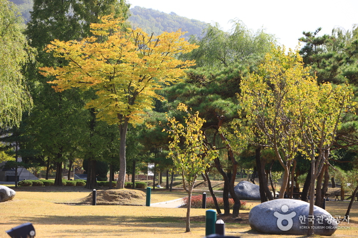 Cheonan Three-way Intersection Park (천안삼거리공원)