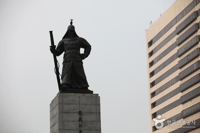 Estatua del Almirante Yi Sun-shin (충무공 이순신 동상)2
