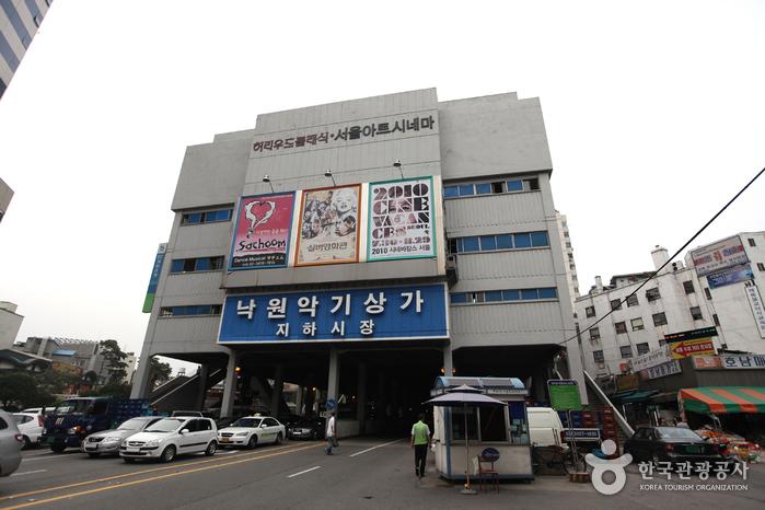 楽園楽器商店街(낙원 악기상가)