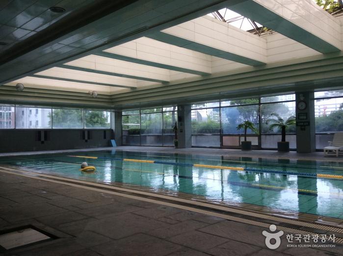 유성호텔 실내수영장