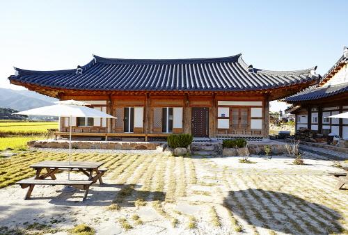 Chaewondang (채원당)