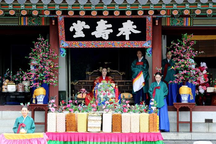 Suwon Hwaseong Cultural Festival (수원 화성문화제)