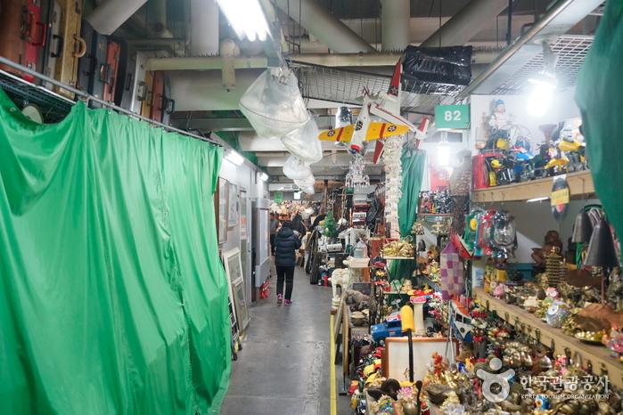 Le Studio de l'artisanat et les arts traditionnels (서울풍물시장 전통문화체험관)