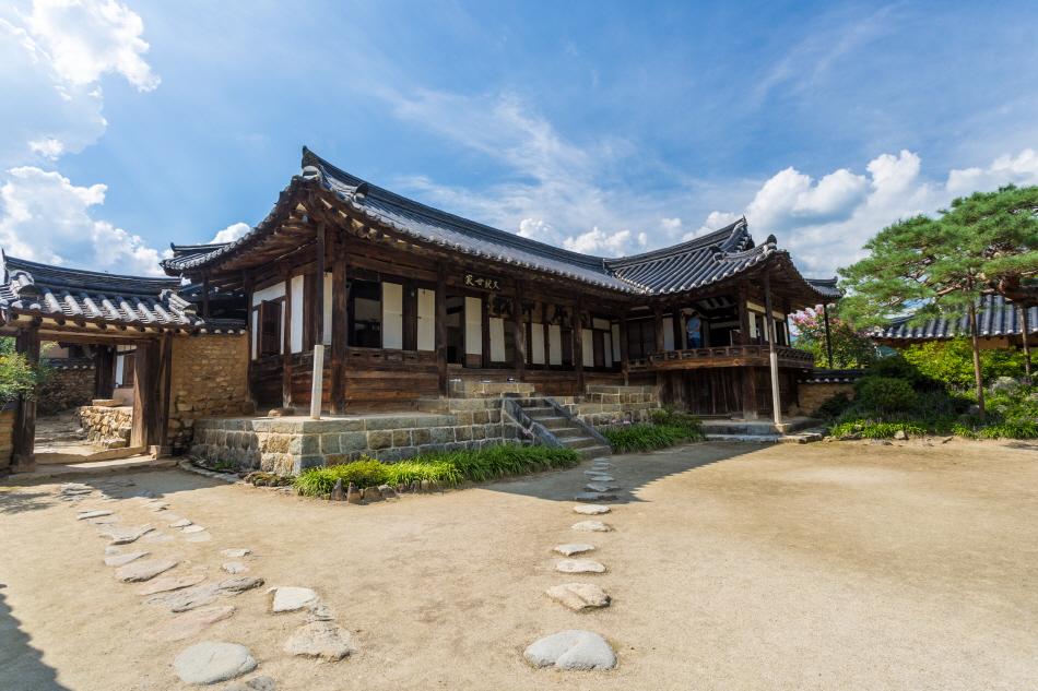 함양일두고택은 경남 지방의 대표적인 건축물이다.
