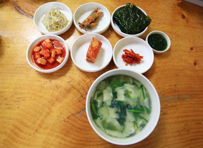 Seomjingang Daseulgi Sujebi (섬진강다슬기수제비)