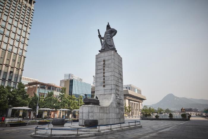 Estatua del Almirante Yi Sun-shin (충무공 이순신 동상)19