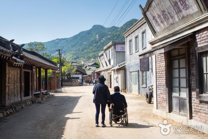 서민촌과 적산가옥 사이 골목