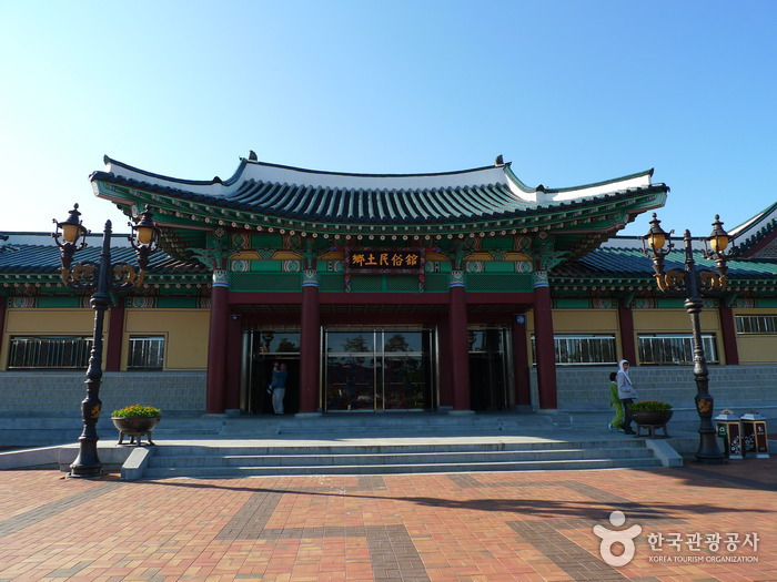 Ojukheon House & Ojukheon Municipal Museum (오죽헌·시립박물관)