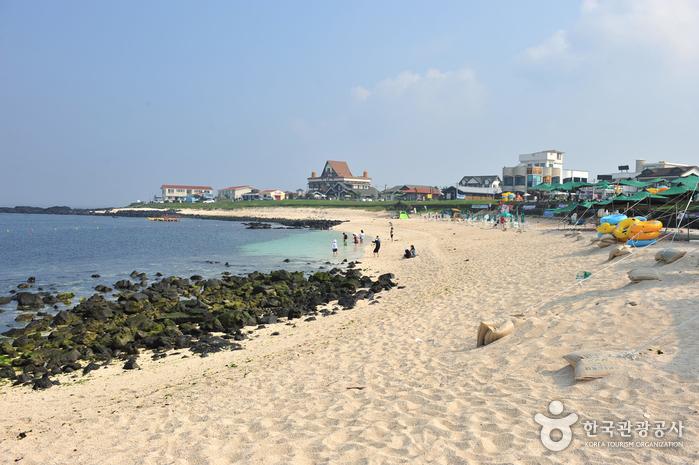 Udo Sanho Beach - Seobinbaeksa (우도 산호해변 (서빈백사))