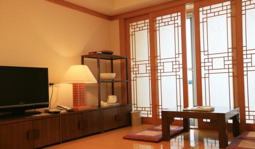 Hotel Hyundai (Mokpo) (호텔현대 - 목포)