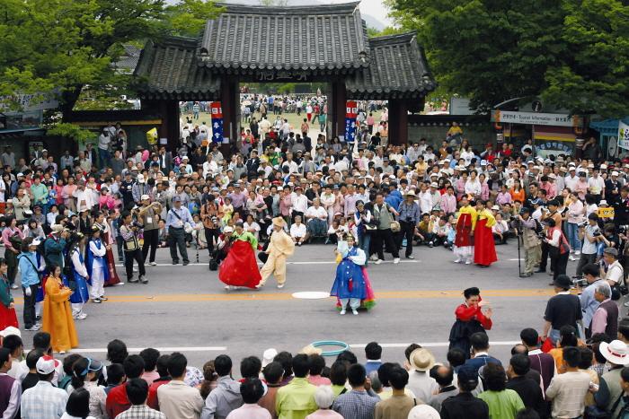 춘향제는 여느 축제와 달리 신명나게 즐길거리가 많다 <사진제공-남원시청 />