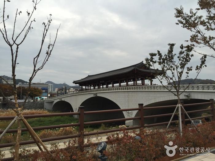 남천교 청연루
