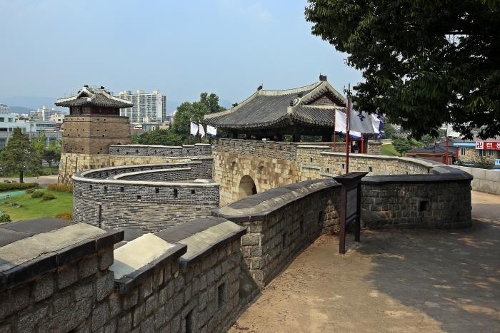 훼손없이 원형 그대로 보존돼 보물에 지정된 화서문과 서북공심돈