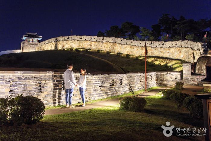 [가을여행주간] 밤하늘을 날아오를까, 수원성곽 달빛 산책을 즐겨볼까?! 사진